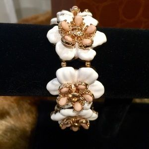 Jewelry - White Flower Stretch Bracelet
